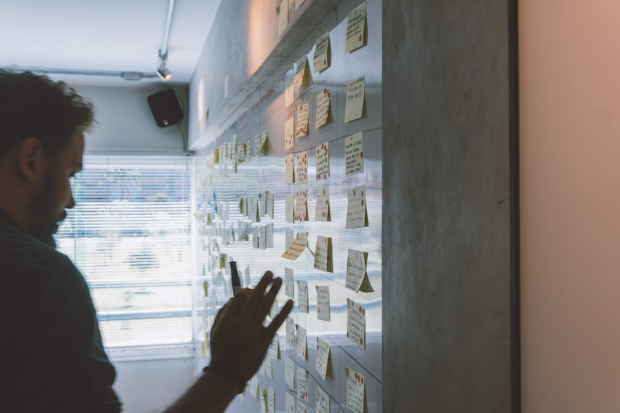 How To Run A Super Effective Integrated Marketing Session with Your In-House Team postits
